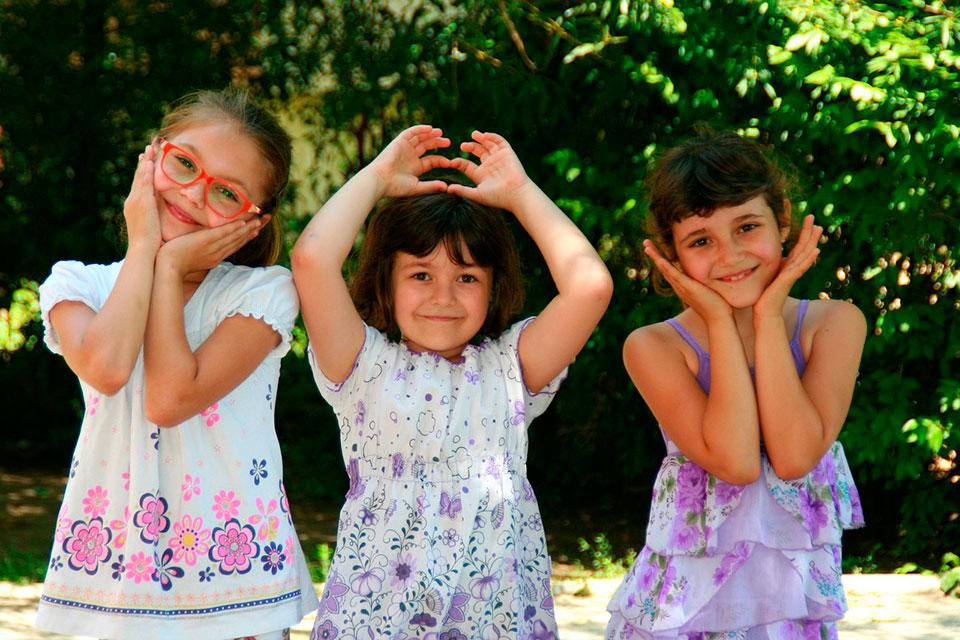 girls-946285_1280